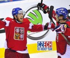 832b6ec26 Osmý den slovenského mistrovství světa v ledním hokeji již patří minulosti,  ale přinesl mnoho zajímavého. Velkou pozornost přitahovala zejména dvě  derby s ...